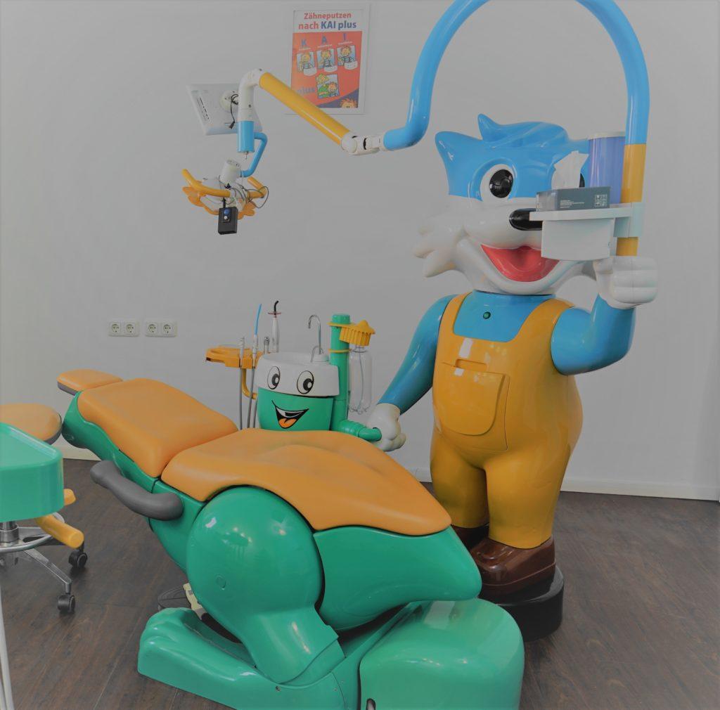 Dino Kinderbehandlungsstuhl beim Zahnarzt